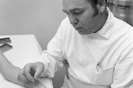 Rok 1976: Akupunktúra sa stáva bežnou súčasťou liečebných metód