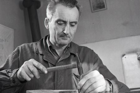 Rok 1968: Juraj Velebný vyrába valašky na vývoz