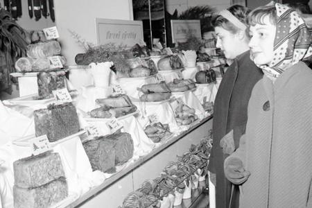Rok 1956: Ponuka mäsových výrobkov na vianočný stôl