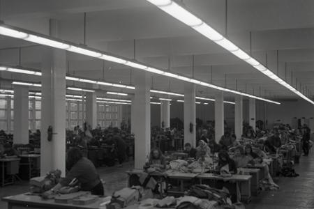 Rok 1965: V Michalovciach otvárajú moderný odevný závod