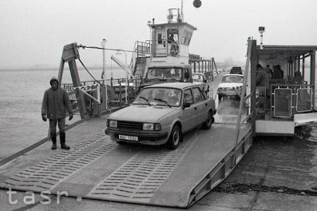 Rok 1992: Cez prívodný kanál Gabčíkova začala premávať kompa
