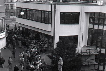 Rok 1990: Otvárajú najväčšiu predajňu obuvi na Slovensku