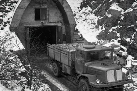 Rok 1964: Ťahanovský tunel slúži ako sklad ovocia