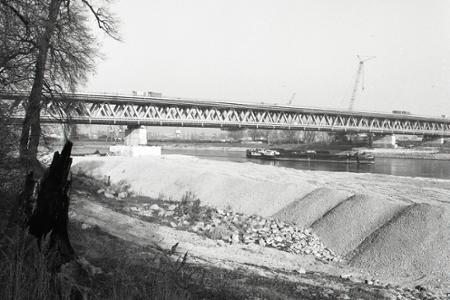 Rok 1983: Most Hrdinov Dukly v čiastočnej prevádzke