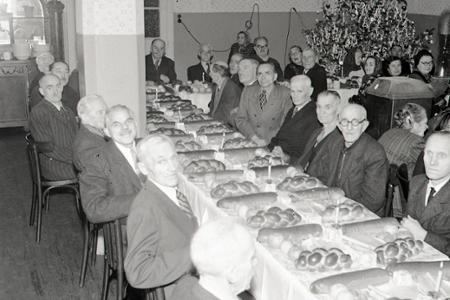 Rok 1956: Pokojné Vianoce v domovoch dôchodcov