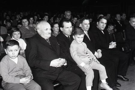 Rok 1962: Politici oslavujú Nový rok s pioniermi