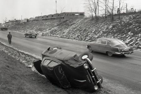 Rok 1967: Verejná bezpečnosť pátra po zlodejovi áut