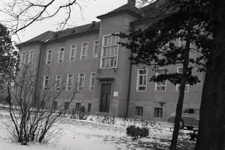 Rok 1964: Prvá vinohradnícka škola v Uhorsku bola v Modre