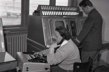 Rok 1963: Na letisku v Ivánke majú nové prístroje svetovej úrovne