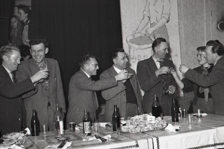 Rok 1959: Družstevníkov vyplácajú desaťtisícové doplatky
