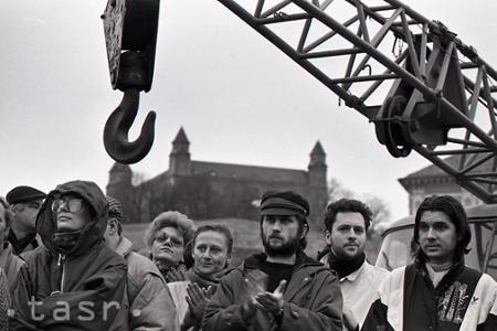 Rok 1990: Pod Bratislavským hradom vykopali základovú jamu hotela Danube