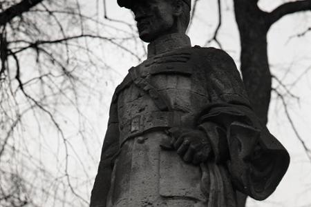 Rok 1990: V Predmieri zachránili pôvodnú sochu Štefánika