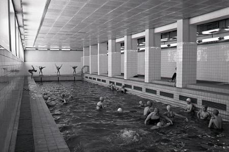 Rok 1969: Krytý bazén pre školu na Tomášikovej ulici v Bratislave