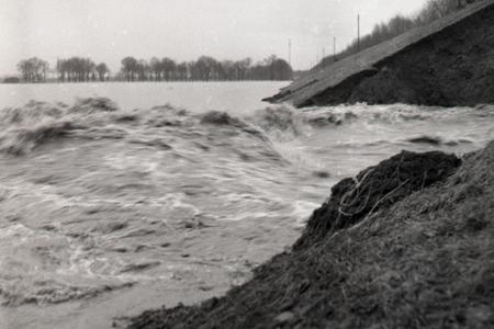 Rok 1966: Na rieke Ondava sa pretrhla hrádza