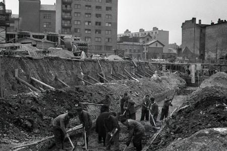 Rok 1956: V hlavnom meste sa po zime rozbieha bytová výstavba