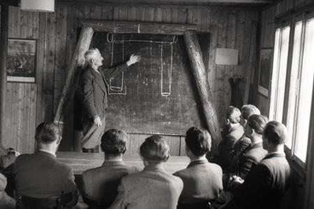 Rok 1954: V baniach chýba pracovná sila
