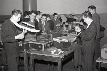 Rok 1950: Celoštátne preteky sieňových modelov