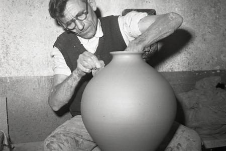 Rok 1959: Pozdišovskí hrnčiari vyrábajú na export