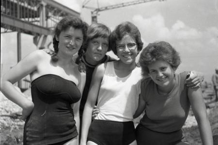 Rok 1960: Mládež pomáha budovať gigant Východu