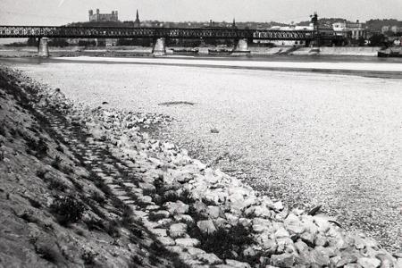 Rok 1947: Extrémne sucho vysušilo koryto Dunaja