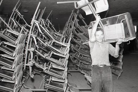 Rok 1958: Školský nábytok z Kysúc