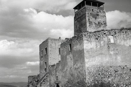 Rok 1956: Ruiny trenčianskeho hradu pred rekonštrukciou