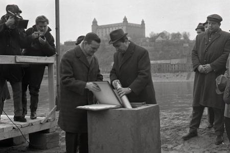 f5bba51b3 Stalo sa vtedy · Rok 1967: Začiatok výstavby nového mosta cez Dunaj