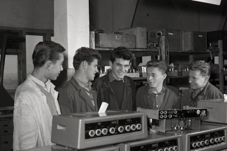 Rok 1960: Tesla Vráble začala vyrábať prenosné zosilňovače