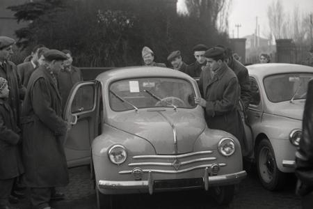Rok 1956: Ďalší družstevníci si kúpili nové osobné autá