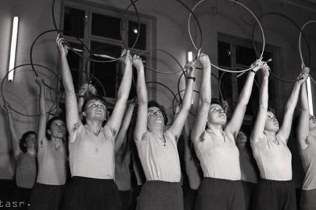 Rok 1959: V Nových Zámkoch sa pripravujú na II. celoštátnu spartakiádu