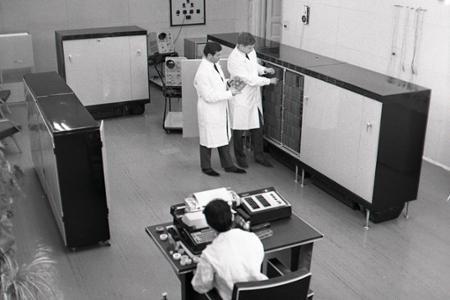 Rok 1968: Na VŠP v Nitre inštalujú prvý samočinný počítač