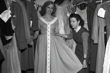 Rok 1954: Nositeľná móda z národného podniku VKUS
