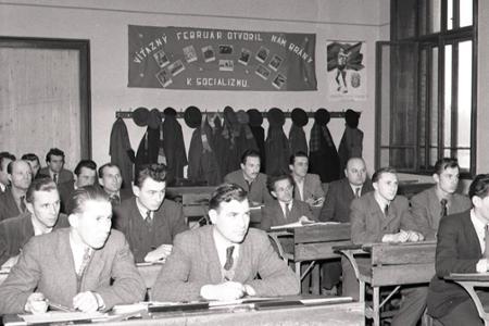 Rok 1952: Rozbieha sa vyučovanie na večerných školách