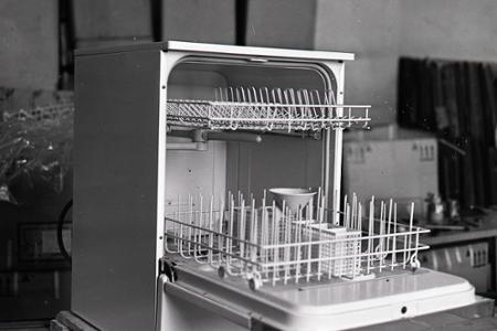 Rok 1970: Na trh prichádza prvá domáca umývačka riadu