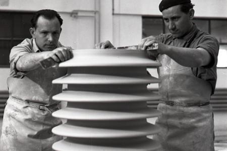 Rok 1955: V Čabe otvorili novú porcelánku