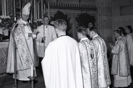Rok 1951: Inštalácia kanonikov Družnej kapituly bratislavskej