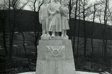 Rok 1955:Dargov–pamätník vďaky ľudu východného Slovenska za oslobodenie