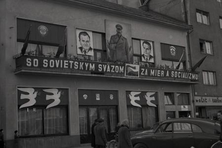 54c515bd6a80 Rok 1968  Jarná kolekcia topánok zo ZDA Partizánske · Život vtedy · Rok  1951 Bratislavská kaviareň Astória sa premenila na Klub ZČSSP