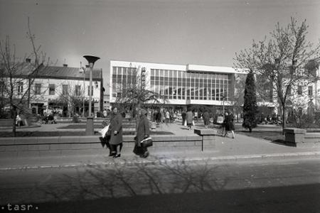 1a44c31f5391 Život vtedy · Rok 1974  V Michalovciach otvorili nový obchodný dom
