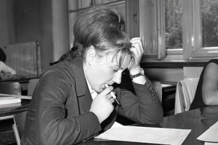 Rok 1966: Na školách sa začínajú písomné maturity