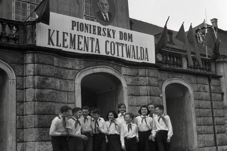 Rok 1954: Z Pionierskeho paláca je Pioniersky dom Klementa Gottwalda