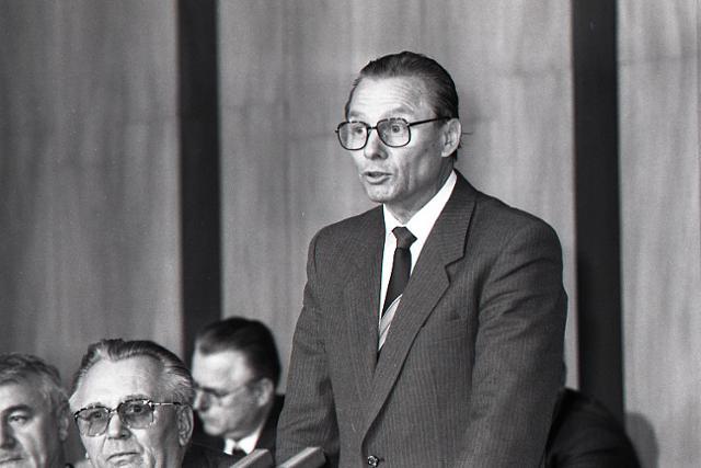Rok 1989: R. Schuster sa stáva predsedom Slovenskej národnej rady - fotografie - Vtedy