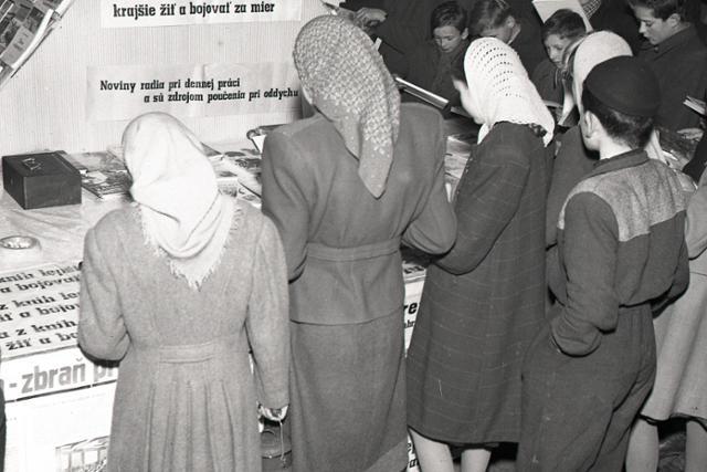Rok 1950: Týždeň dobrej knihy a tlače - fotografie - Vtedy