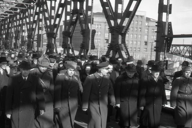 Pred 70. rokmi zrekonštruovali v Bratislave Štefánikov most - fotografie - Vtedy