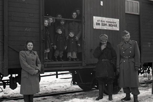 Rok 1947: Prvé transporty volyňských Čechov späť do vlasti - fotografie - Vtedy