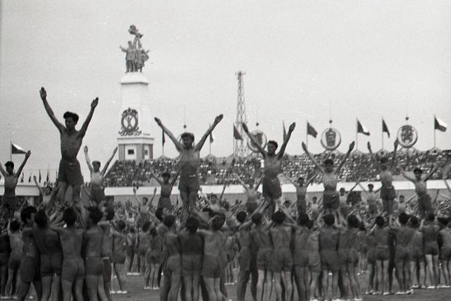Rok 1955: Začína sa éra socialistických spartakiád - fotografie - Vtedy