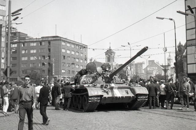 Rok 1968: Začala sa okupácia  Československa - fotografie - Vtedy