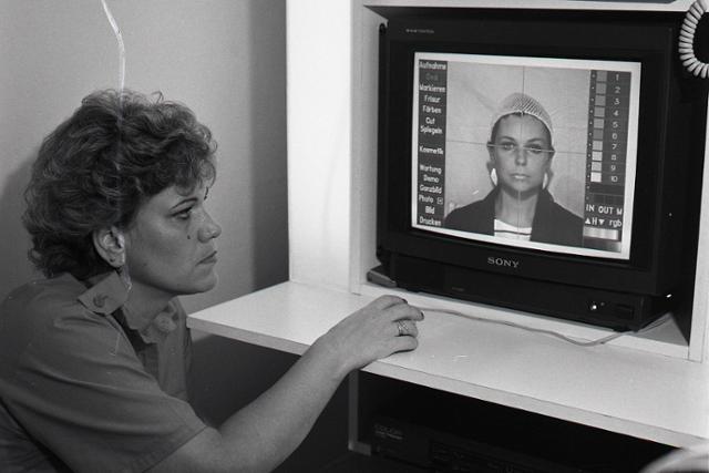 Rok 1988: Košičankám pomáha pri tvorbe účesov počítač - fotografie - Vtedy