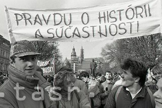 Rok 1989: Socializmu zvoní umieračik  - fotografie - Vtedy