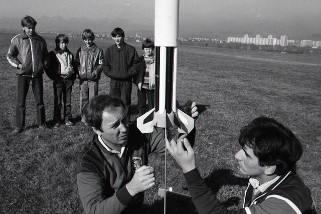Rok 1987:Raketoví modelári v Spišskej Novej Vsi patria medzi špičku - fotografie - Vtedy